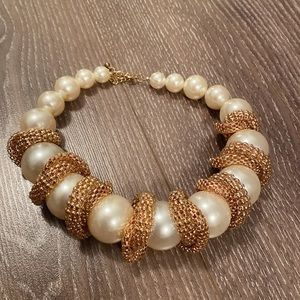 Jewelry - Huge pearl and gold chain necklace